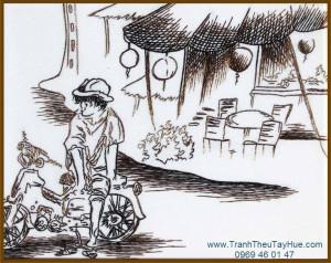 Tranh thêu truyền thống đợi khách