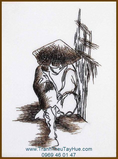 Tranh thêu truyền thống nghĩ trưa