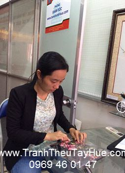 Tranh thêu tay Huế chuẩn bị tranh đi gửi Quảng Ngãi