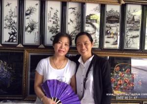 Tranh thêu tay truyền thống Huế thăm đối tác