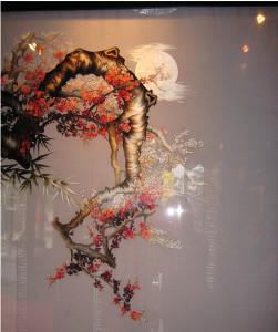 Tranh thêu truyền thống hai mặt hoa đào