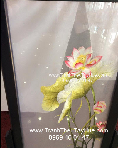 tranh thêu truyền thống hai mặt hoa sen