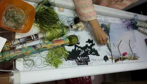 Lên mẫu tranh thêu làng quê Việt Nam