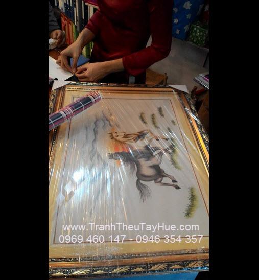 Tranh thêu song mã giao khách hàng chung cứ Thái An quận 12