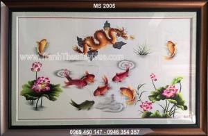Tranh thêu cá chép hóa rồng mã số 2005 treo tại nhà chị Nga