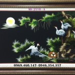 Hoàn thiện tác phẩm tranh thêu Tùng hạc diên niên cho mẹ con chị Quỳnh ở Tân Bình