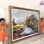 Chị Nhung đặt thêu bức tranh thêu phong cảnh làng quê dài 2.5 m