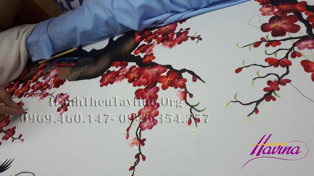 tranh-theu-hoa-dao-06