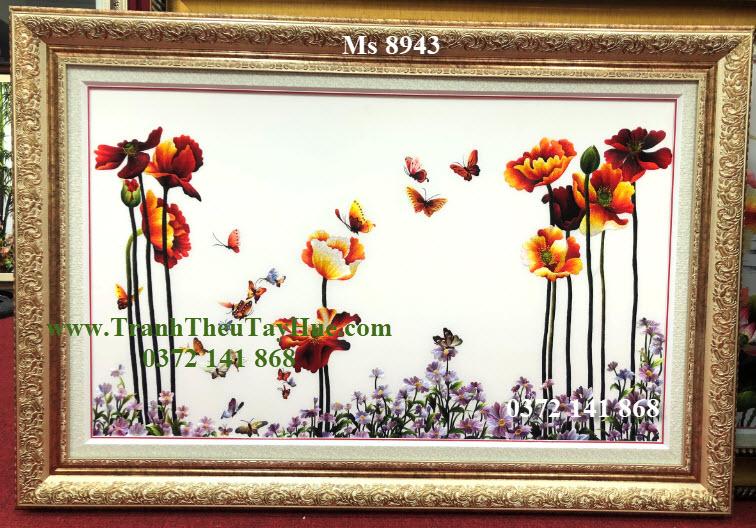 Bức tranh đã được thêu xong và đóng khung theo ý chị Hồng