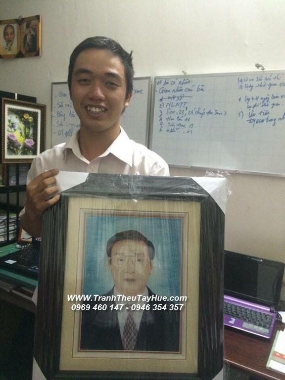 Tranh thêu chân dung ba anh Hùng ở Đường Ngô Gia Tự