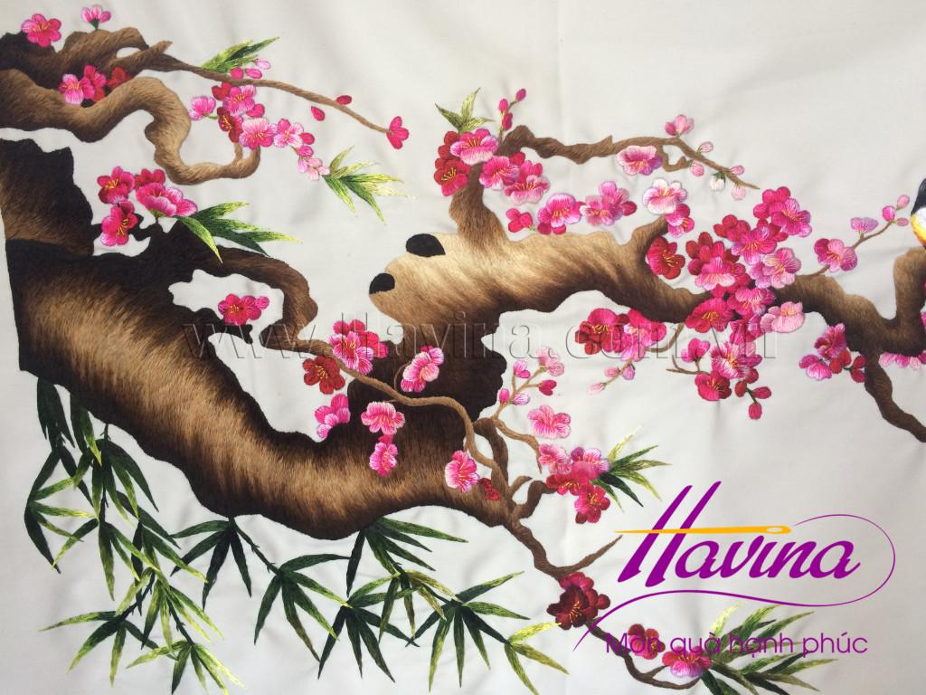 Tranh thêu tay Huế hoàn thiện tác phẩm tranh thêu hoa đào