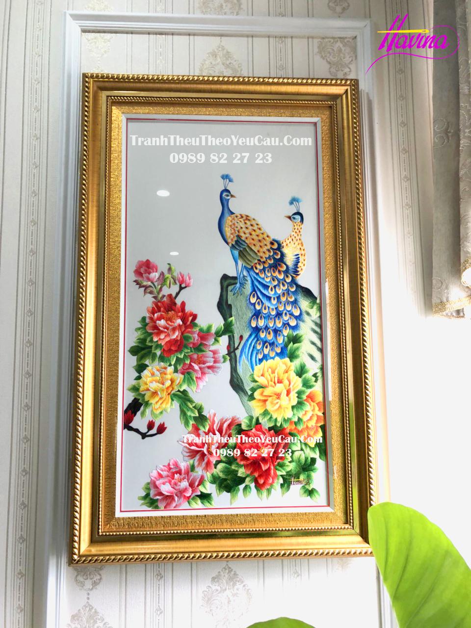 Bí quyết tạo sức hút cho ngôi nhà với bức tranh thêu chim công