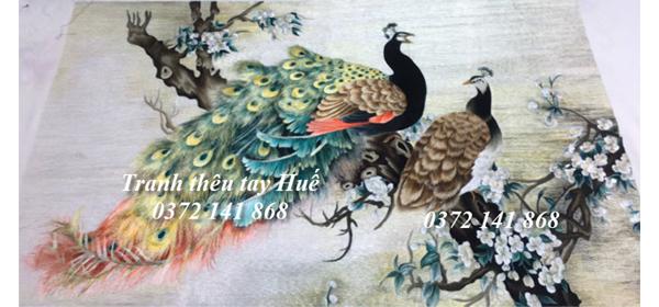 Ý nghĩa của tranh thêu chim công và tác phẩm nghệ thuật theo yêu cầu chị Mai