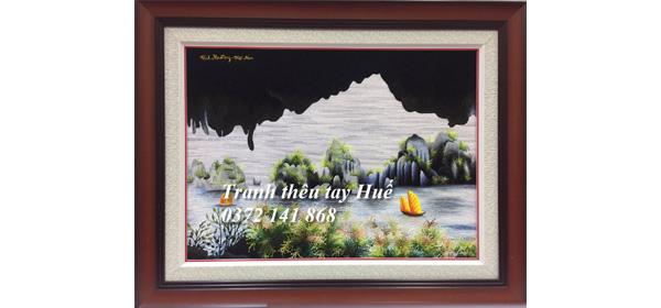Vịnh Hạ Long tác phẩm tranh thêu được chọn làm quà tặng đối tác nước ngoài